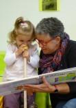 Espace famille, lecture auprès d'un enfant