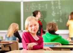 Jeune fille à l'école